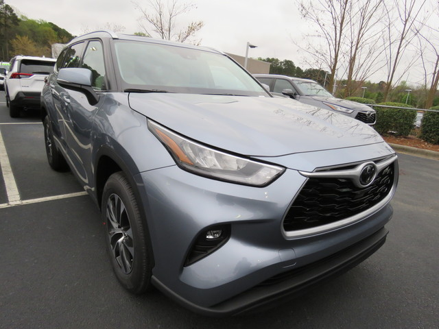 New 2020 Toyota Highlander XLE FWD