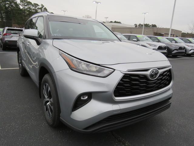 Certified Pre-Owned 2020 Toyota Highlander XLE AWD (Natl)