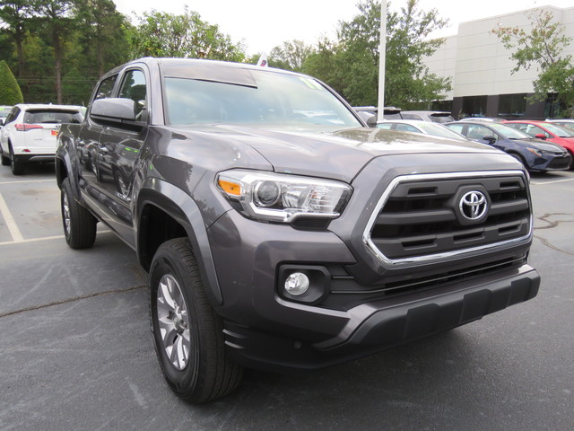 Certified Pre-Owned 2017 Toyota Tacoma SR5 Double Cab 5' Bed V6 4x4 AT (Natl)