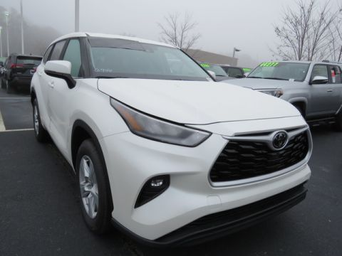 New 2020 Toyota Highlander LE FWD